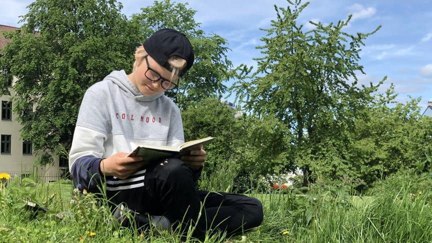 Lesekampanjen Sommerles bidrar til leseglede og hjelper barn å vedlikeholde leseferdighetene gjennom sommerferien. Foto: Lars Schwed Nygård/Deichman