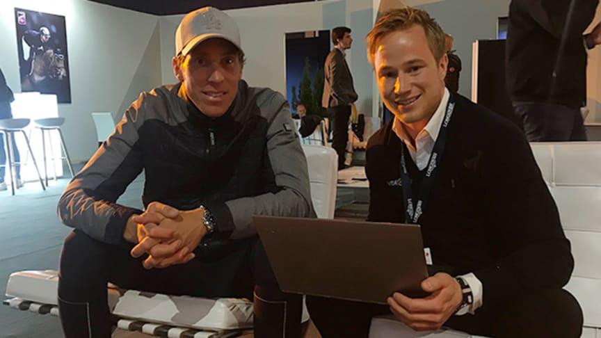 Henrik von Eckermann och Linus Jernbom diskuterar hur Videquus kan bli en del av Henriks vardag framöver.