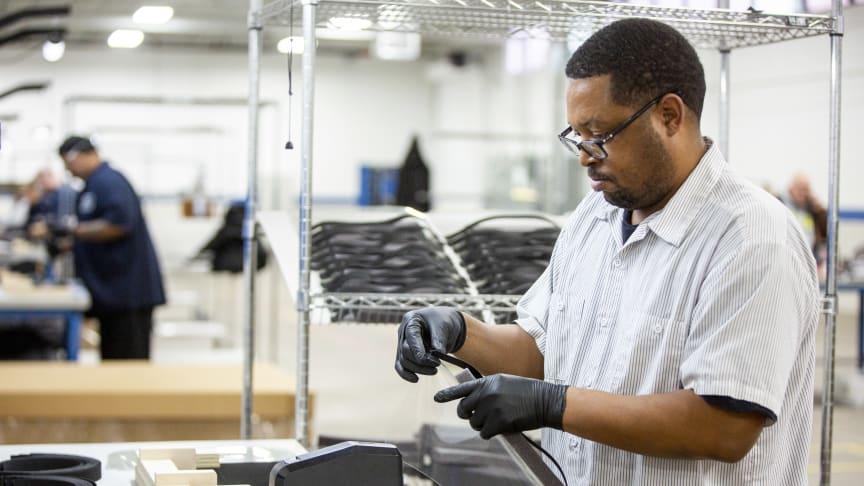 Ford plánuje vyrábět týdně více než 100 000 obličejových masek