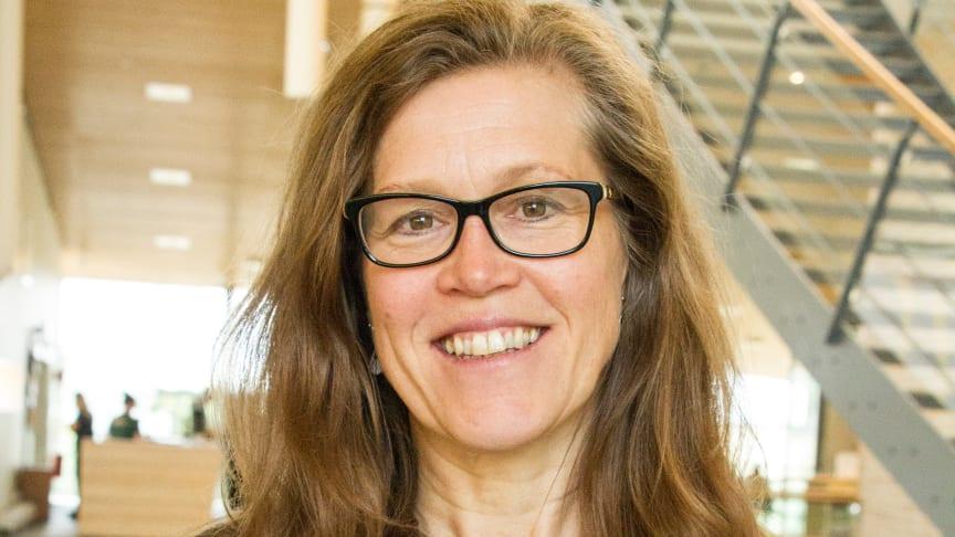 Ami Cooper har disputerat i pedagogiskt arbete med en avhandling om skolan som demokratiprojekt.