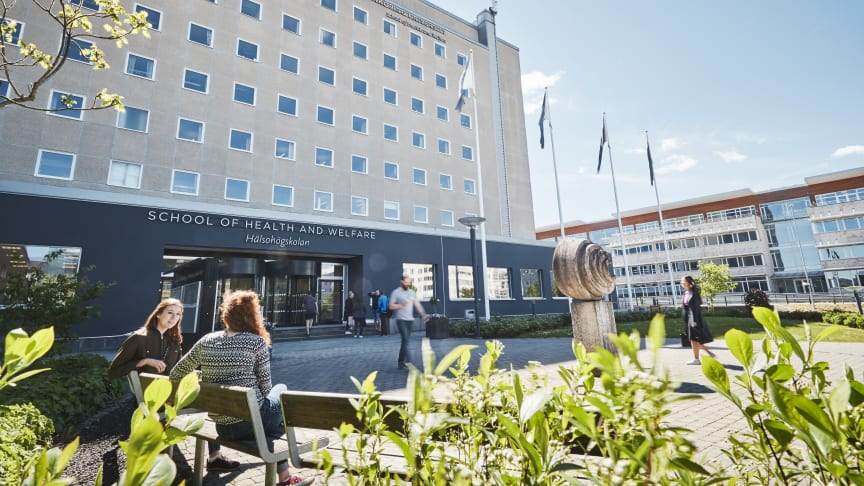 Jönköping University ansöker om att få starta en ny tandläkarutbildning och ett nytt forskarutbildningsområde