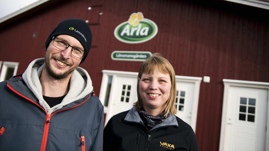 Maria och Roger Altbäck driver Länsmansgårdens lantbruk. Foto: Robert Henriksson / Torsta