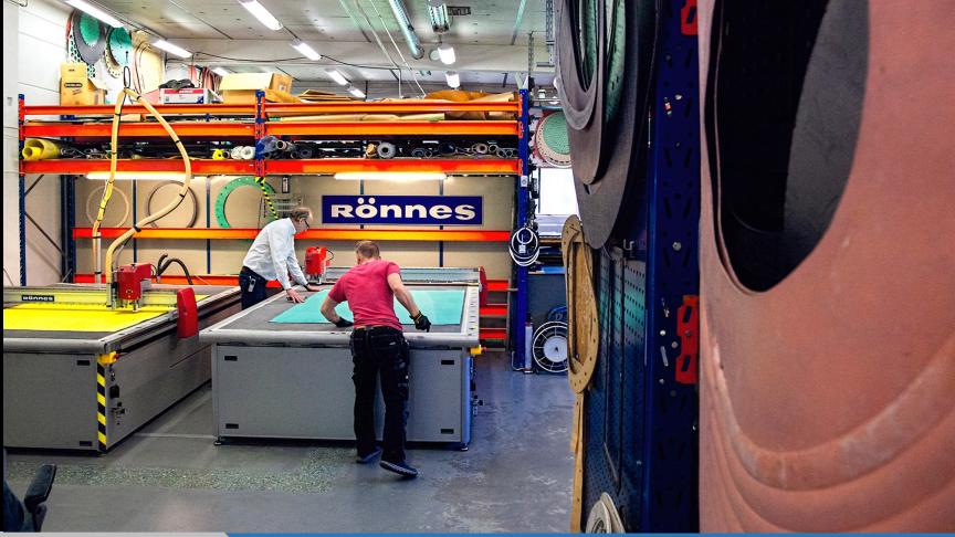 På Rönnes i Sundsvall stansar och skär vi packningar i alla tänkbara former och material.