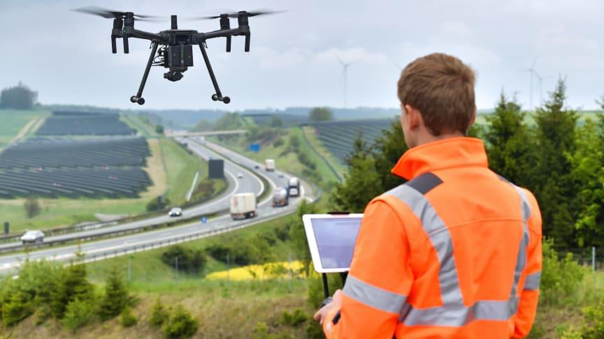 Zur Erfassung der Daten für das Building Information Modelling im Verkehrswegebau kann sich die STRABAG AG auf die Kompetenz des Konzernbereichs Digitale Objekterfassung und Drohnen stützen. (Copyright: Thomas Fischer / STRABAG AG)