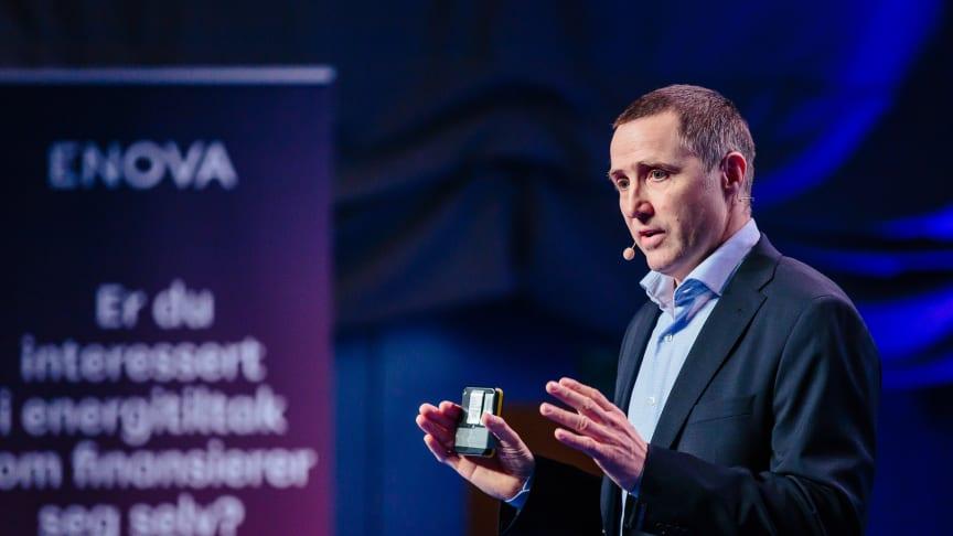 TAR NYE GREP: Utvikling- og markedsdirektør Øyvind Leistad presenterer nye Enova-tilbud.