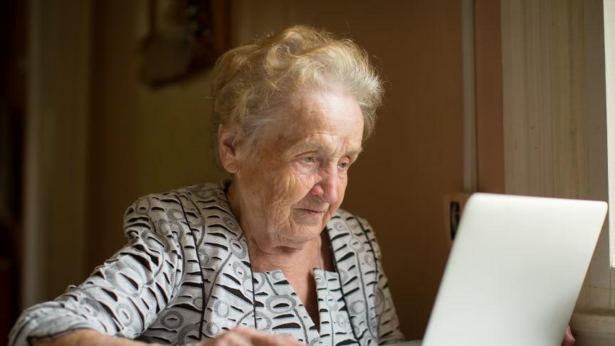 Internet ger en extra möjlighet att hålla kontakten med nära och kära på distans. Foto: Shutterstock (All rights reserved)