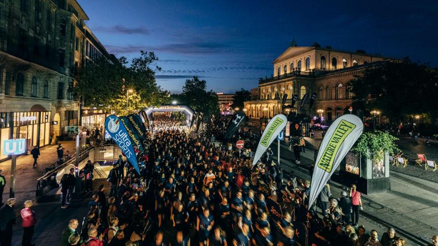 Hunderte Läufer beim Night RUN in Hannover 2019