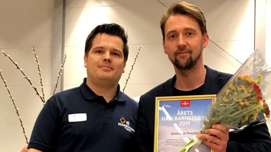 Daniel Johannsson delade ut årets hållbarhetspris till Anders Sandlund på Sandlund/Hossain.