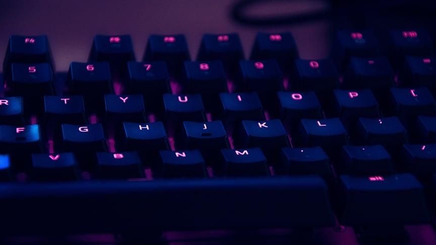 Ett vanligt tillvägagångssätt är att skicka e-post där man redan i ämnesraden anger mottagarens stulna lösenord.