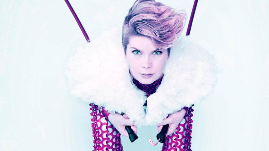 Fanny Kivimäki, Artist In Residence på Vara Konserthus, åker på turné i Västra Götaland med dansverket Into the roots.