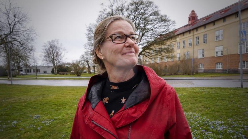 I sin avhandling lyfter Malin Sundström bland annat fram vårdpersonalens förutsättningar att samtala med äldre vårdtagare om existentiell ensamhet.