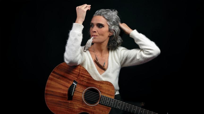 Lula Pena från Portugal gästar Folkteatern den 25 mars.