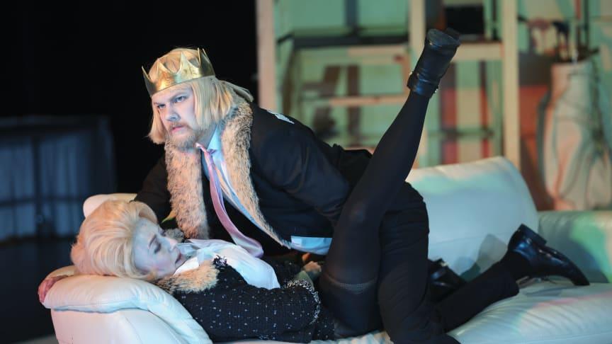 Gustav Berg och Cecilia Borssén i rollerna som Macbeth och Lady Macbeth. Foto: Micke Sandström