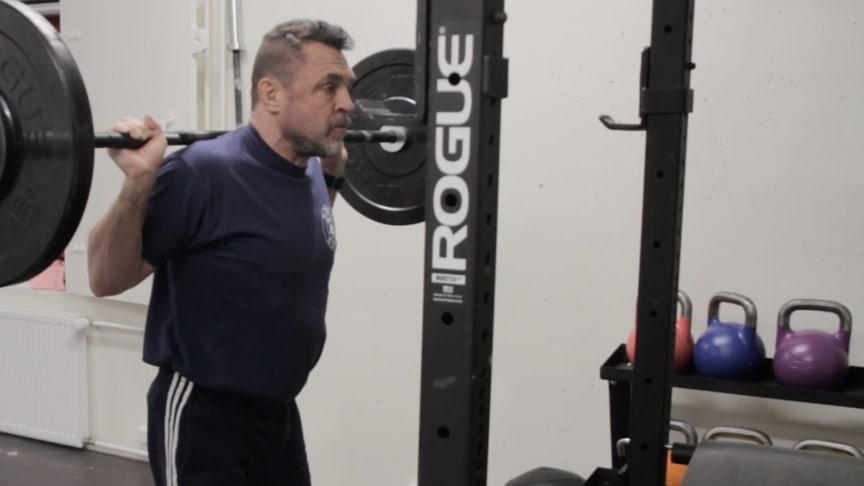 Rannesykkeenmittauksen ansiosta treenin aloittaminen on vaivatonta eikä erillistä sykevyötä tarvita.