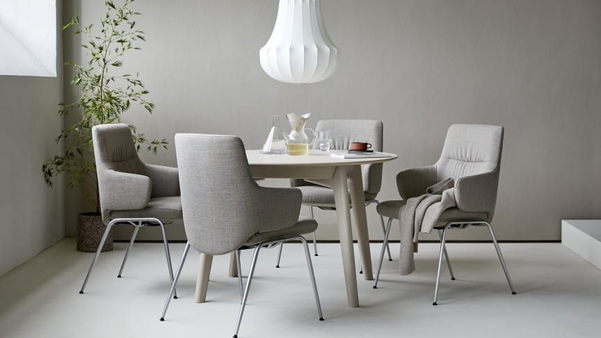 Suveren komfort rundt spisebordet med de nye Stressless® spisestuestolene