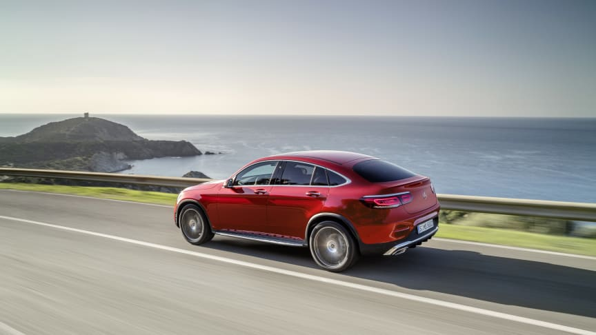 Ny, opdateret GLC coupé byder på intelligent teknik og nye motorer