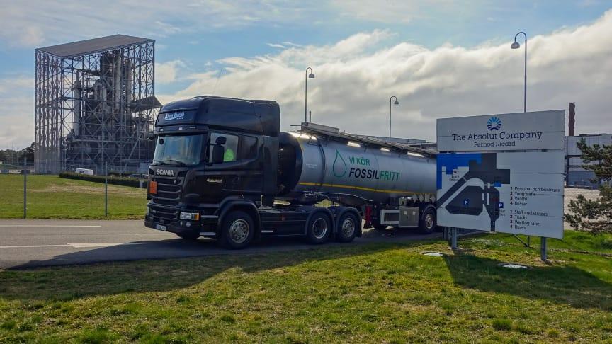 Truck leaving the factory in Nöbblelöv