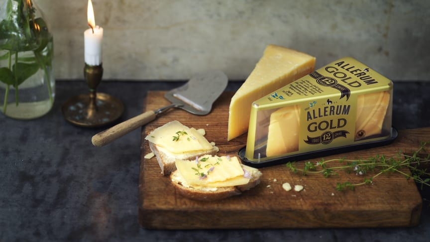 """""""Allerum Gold"""", en ost av lyxkaraktär ystad på svensk mjölk med en smakintensiv nötig karaktär med en lång och fyllig eftersmak av sött brynt smör."""