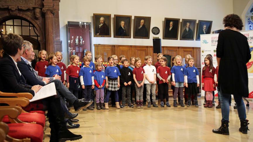 Ein Kinderchor der Lessing-Grundschule stimmt im Alten Rathaus auf das Deutsche Chorfest ein - Foto: Sarah Stollberg