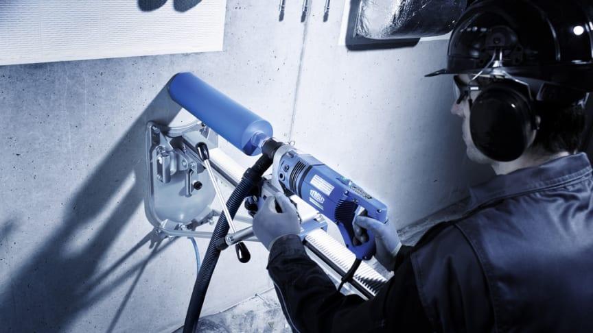 Kombinationen av torrborrmotorn DME19DP *** och de innovativa TGD® torrborrkronorna möjliggör enkel borrning i armerad betong utan vatten.