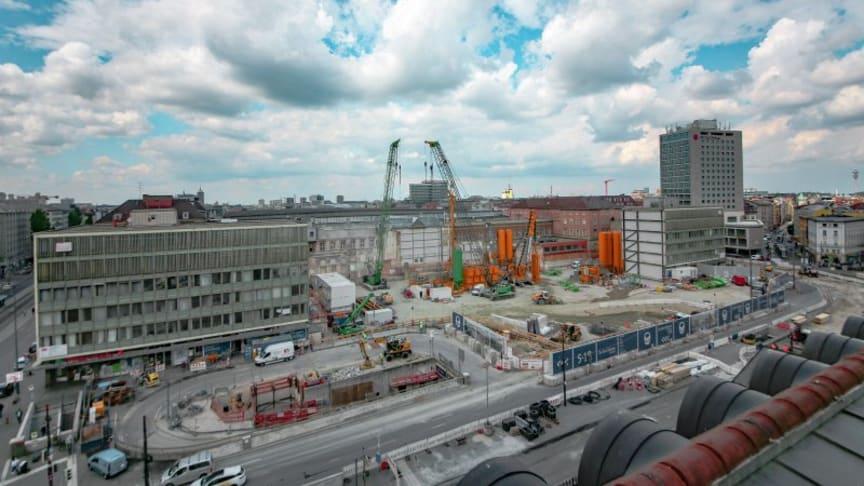 Am Münchener Hauptbahnhof wurde am 23. April mit der Baugrubenumschließung mittels Schlitzwänden begonnen (copyright: DB/Mario Krüger (panTerra))