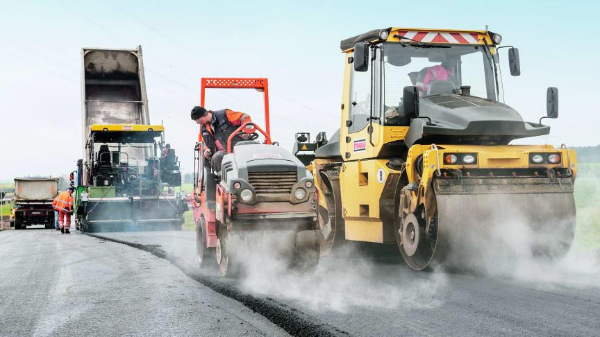 Mit dem Erwerb von Anlagen und Personal der Hans Münnich Bau-GmbH Co. KG per Asset Deal stärkt die STRABAG AG ihr Verkehrswegebau-Team in der Oberpfalz. (Copyright: STRABAG AG)