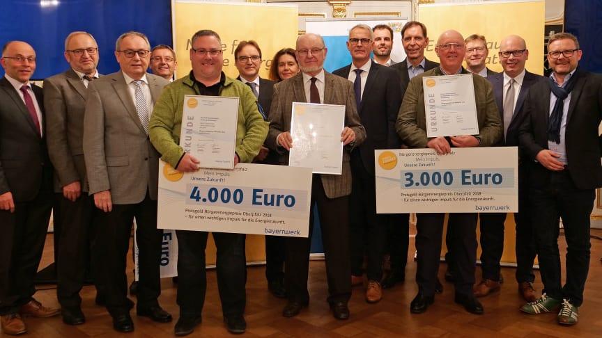 Zum fünften Mal hat das Bayernwerk den mit Unterstützung der Regierung der Oberpfalz ins Leben gerufenen Bürgerenergiepreis Oberpfalz vergeben.Die Preisträger kommen aus den Landkreisen Cham, Neustadt an der Waldnaab und Amberg-Sulzbach.