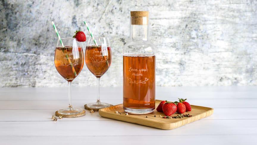 Glas med gravyr  - perfekta present till brudparet, jubilaren eller studenten!