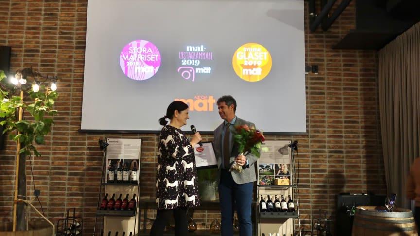 Enrico Raber från Musella tar emot priset för Gyllene Glaset 2019