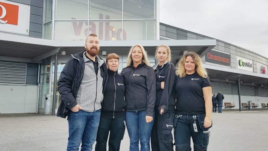 Riksbyggens medarbetare som är redo att ta sig an det nya uppdraget: Fr v Joakim Eriksson, Eira Palosaari, Hanna Sundqvist, Louise Lidström och Irene Söderlund.