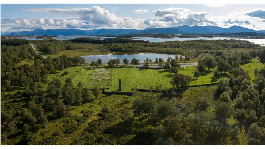 Tjøtta krigskirkegård i Nordland  er ett av flere prosjekter fra Norge som vises i Nasjonalmuseet- Arkitektur fra 8. februar 2019. Utstillingen  har har fokus på grønn samfunnsbygging som landskapsarkitektenes arbeid også kalles.