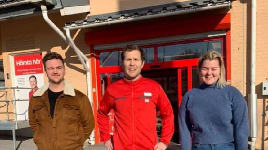 Viktor Rönn, mitten, med två av de yeppar som levererar hem mat till personer i riskgrupper