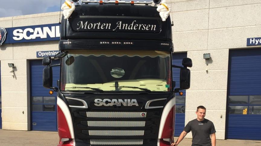 Nystartet vognmand Morten Andersen foran sin nye Scania R 580.
