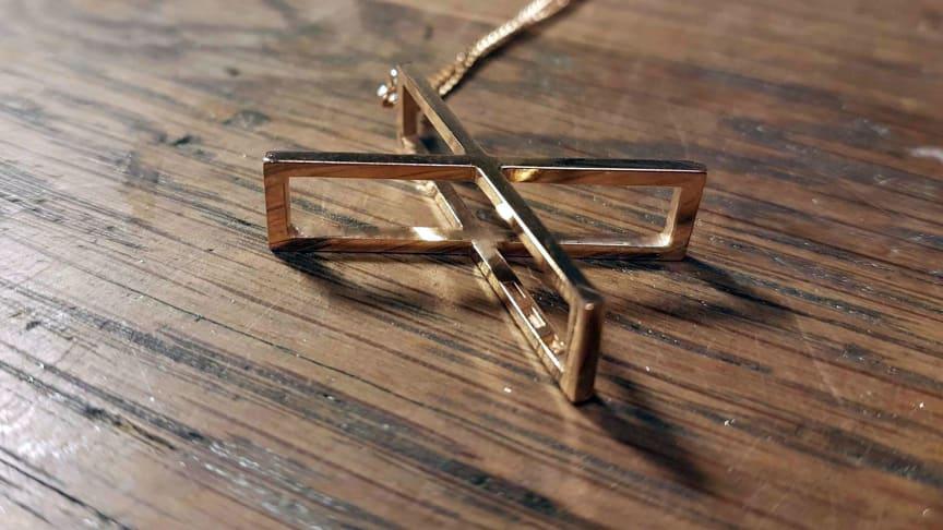 Prisbelönt smyckesdesigner skapar unik At Six-kollektion