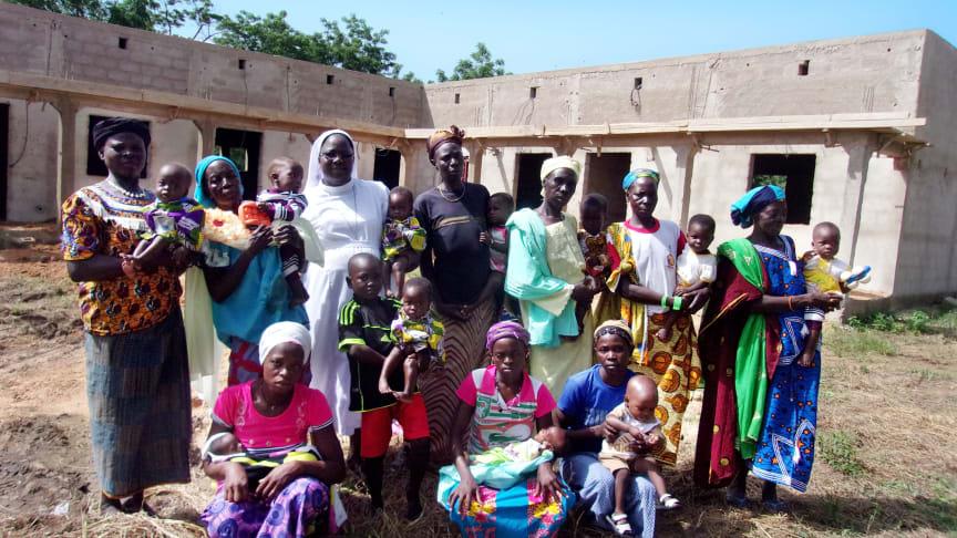 """Kümmern sich um notleidende Kinder in Burkina Faso: die Ordensschwestern """"Unserer Lieben Frau von den Aposteln"""". Bild: Starke Kinder e.V."""