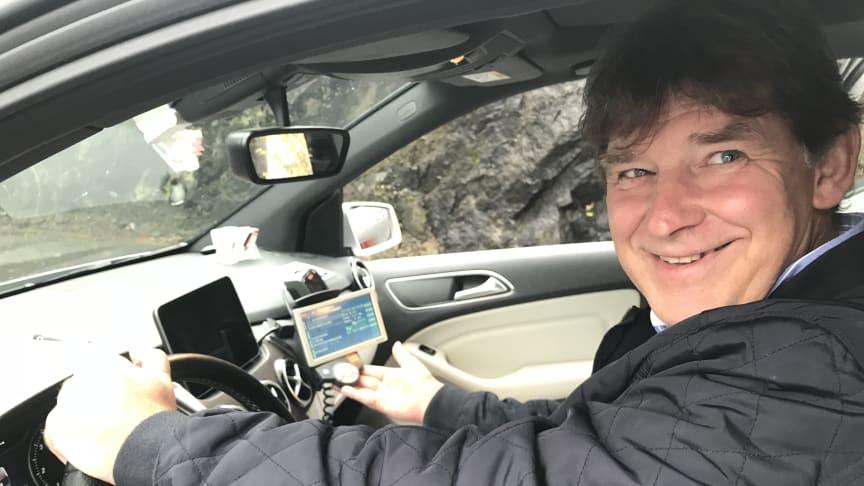 - Sentraler med høy bestillingsandel og oppdrag fra ulike markedssegmenter må ha et system i bilen som ivaretar toveis kommunikasjon mellom bil og sentral. Jeg tviler på at en app kan ivareta det behovet, sier Jan Valeur, direktør i Bergen Taxi