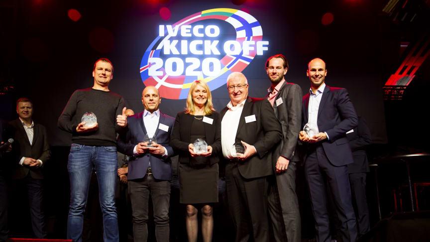 Alle de nordiske og baltiske vindere af Årets IVECO-forhandler 2020. Fjerde fra venstre er Gert Hansen, direktør hos REA Erhvervsbiler A/S.