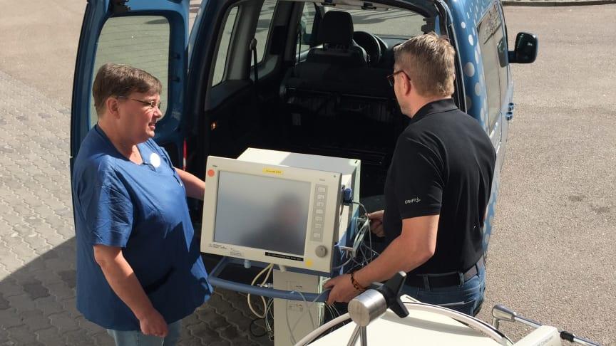 Här tas respiratorer ut från Högskolan Väst för transport till intensivvården på Näl.
