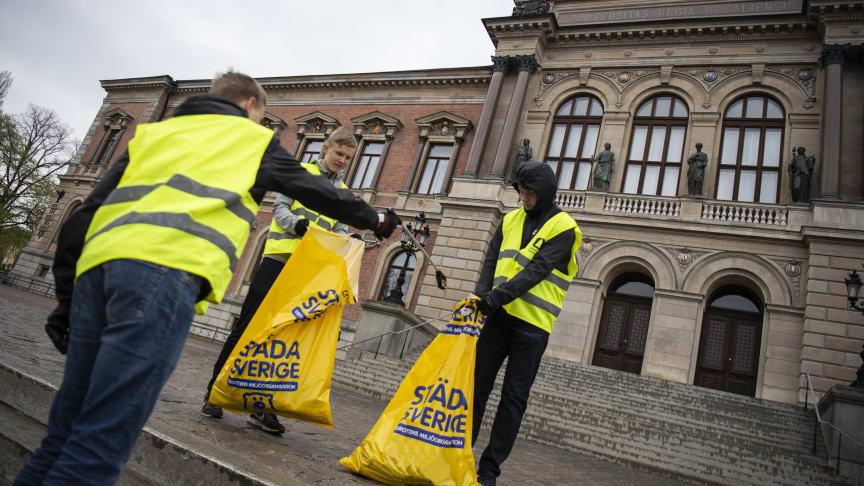 Ungdomar från fyra idrottsföreningar kommer i dagarna att städa omkring ikoniska byggnader i Uppsala.