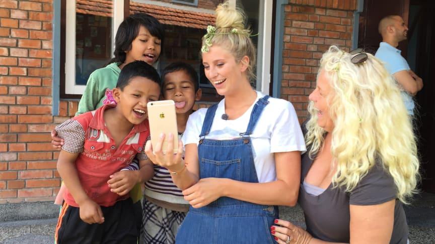 Alla barn har rätt till en mamma - SOS Barnbyar kampanjar tillsammans med Mia och Penny Parnevik