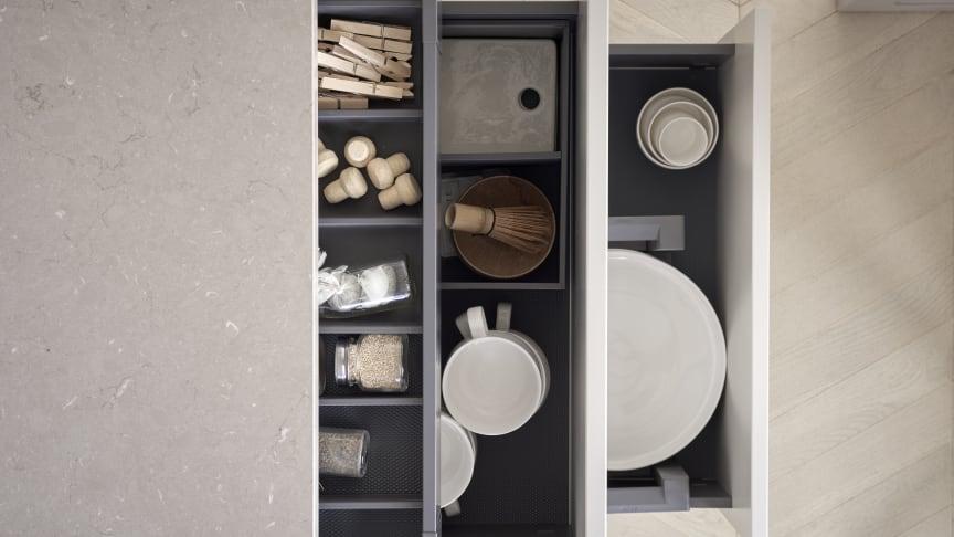 För att främja glädjen i matlagning är välplanerade ytor viktigt, Marbodal har flera smarta kökslösningar som maximerar hela kökets yta.