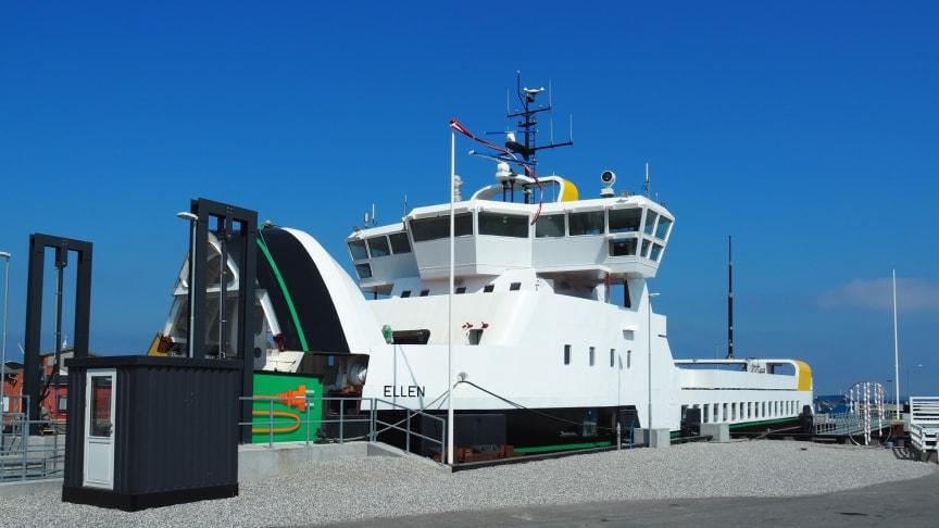 Verdens længst sejlende el-færge, Ellen, ved kaj i sin hjemby Søby.