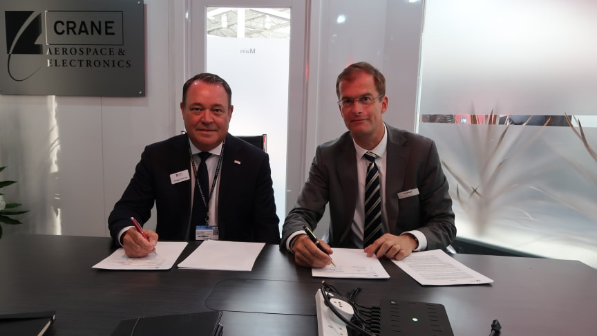 Gregg Herman, VP Sales and Marketing (left) and Bart Reijnen, Chief Executive Officer, Satair sign the contract at Paris Air Show.