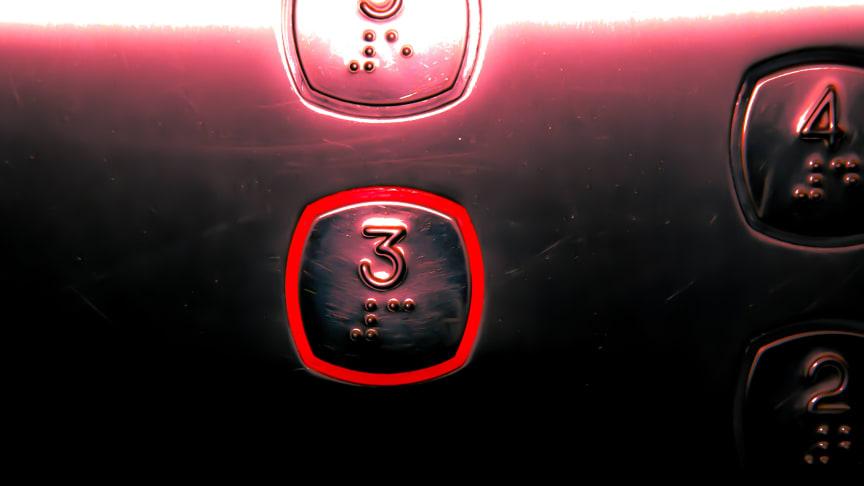 Knapparna i hissen ger dig ofta något du inte vill ha.