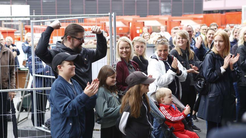 Sveriges mest badsugna familj på plats för att inviga projektet