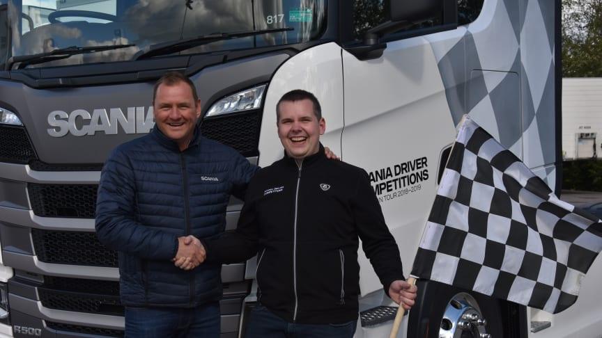 Alexander Staun sammen med sin driver coach fra Scania Danmark, Henrik Holm.