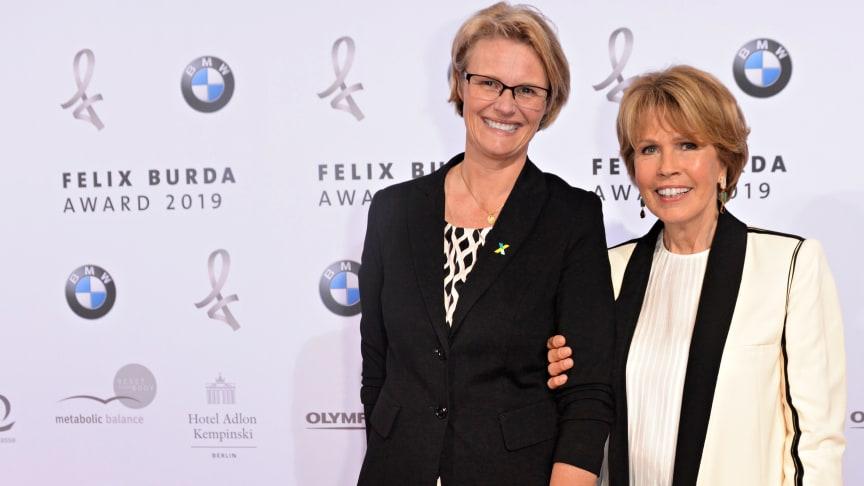 Christa Maar und Anja Karliczek, Bundesministerin für Bildung und Forschung, beim Felix Burda Award 2019