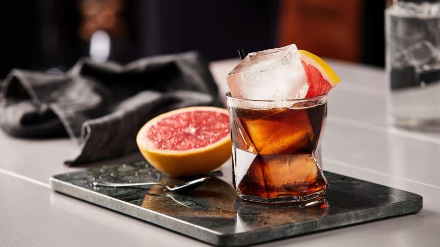 Cold Brew Tonic - ett av Löfbergs tips på kalla kaffedrinkar att svalka sig med i sommar.
