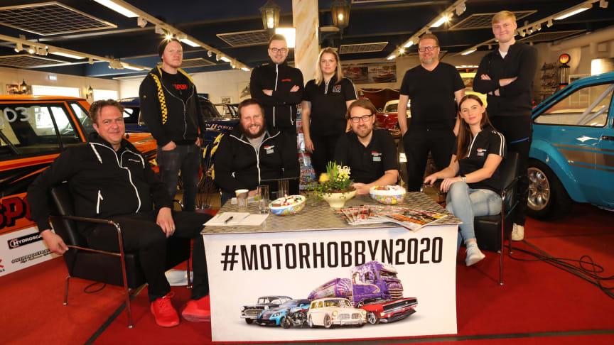 Delar av teamet som arbetat med förberedelser och genomförande av långfredagens webbsändning på bilsport.se. Fotograf: Bo Porshed.