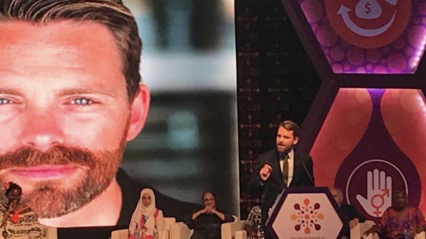 RFSU:s förbundsordförande Hans Linde får pris av FN